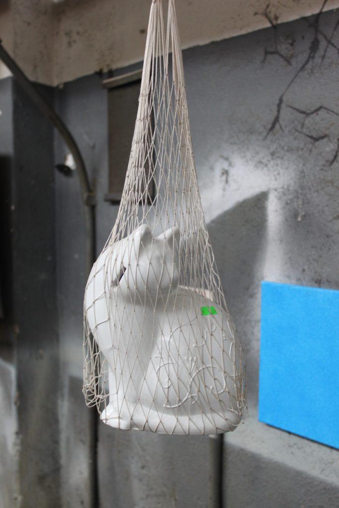 Dumu-fabrikas-paroda-katė-maiše-dailė